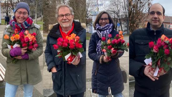 Blumen verteilen zum Weltfrauentag 2021